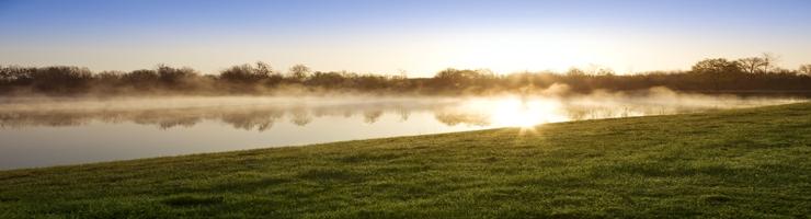 Sonnenaufgang beim Teich